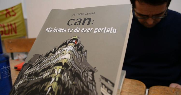 'CAN: Eta hemen ez da ezer gertatu' liburua aurkeztu du Joxerra Senarrek